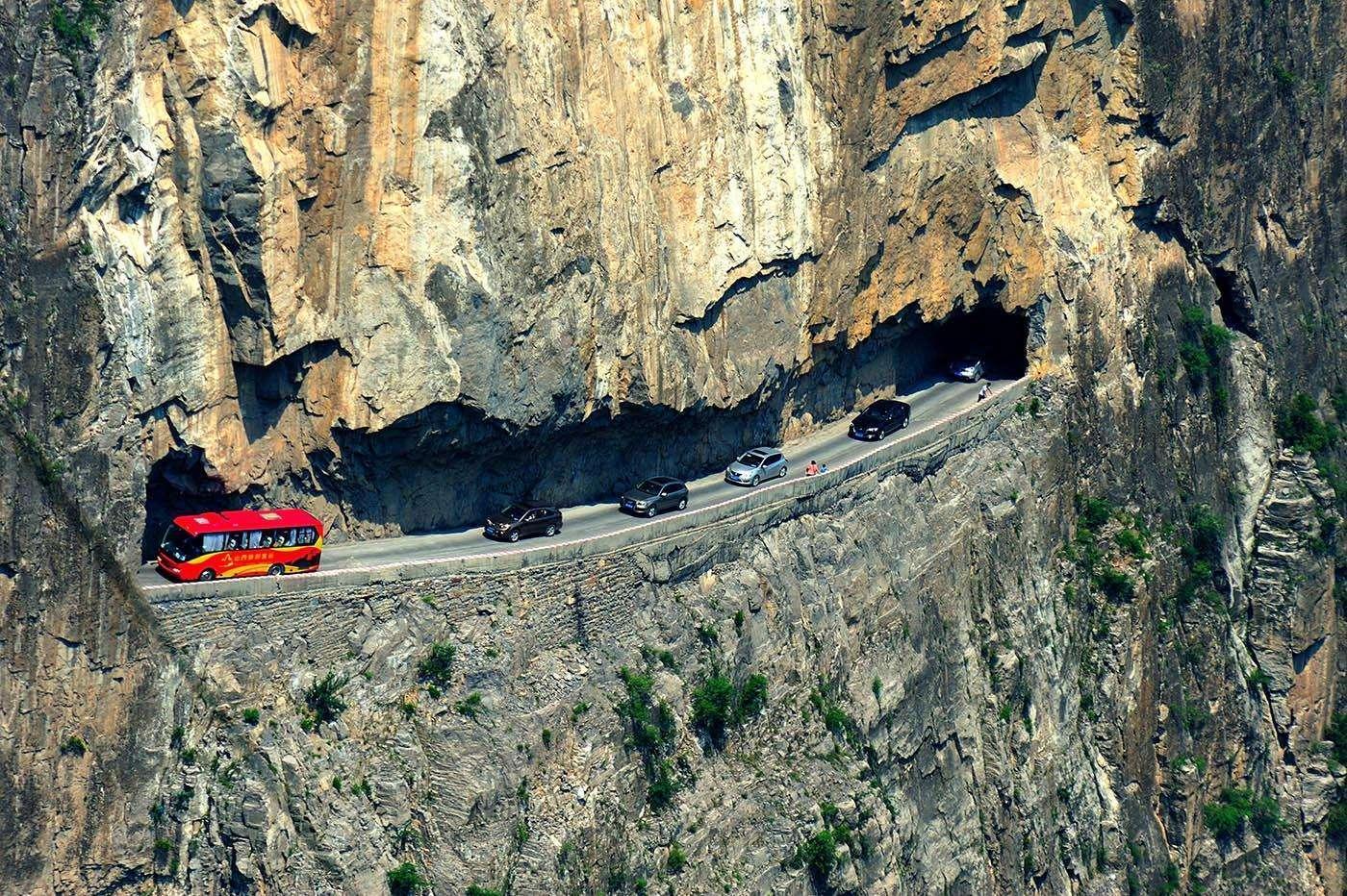 这条惊险绝美的挂壁公路,完胜郭亮,自驾爱好者们都想挑战!