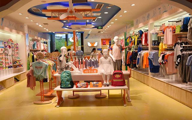 服装陈列 童装服装店展示柜陈列的设计技巧