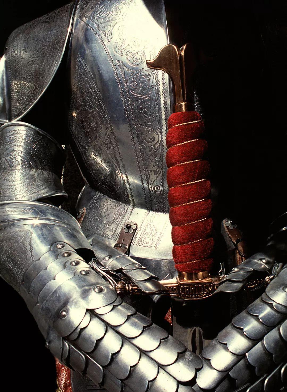 打仗也要穿的骚:看骑士们如何用盔甲抖骚