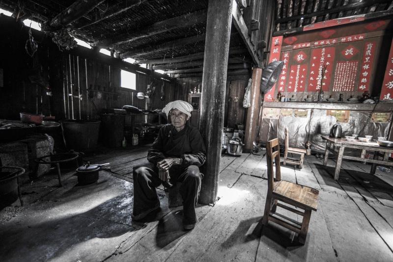 神秘古老的黑衣壮,景点开发拆掉古建筑,留守儿童老人多心酸