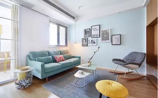 家装墙面乳胶漆_白色的乳胶漆墙面搭配浅蓝色背景墙,蒂芙尼蓝的布艺沙发与空间的跳色