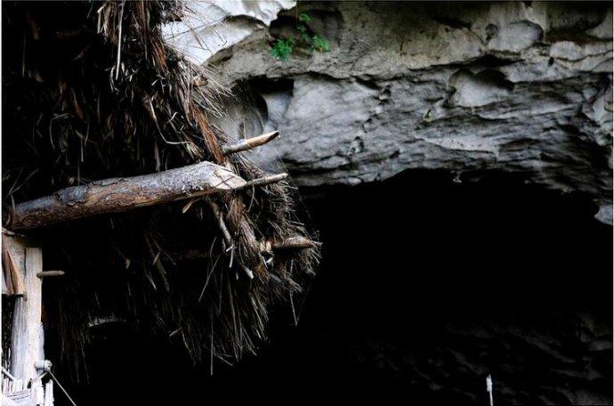 亚洲最后一个穴居部落,仍保留周代六礼婚俗,如今被观光索道糟蹋