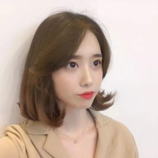 最近超超超流行的网红八字刘海短发!