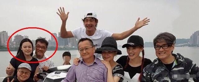 李宗盛被曝三度结婚 与小27岁女友合照流出