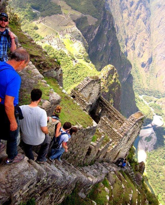 世界上最恐怖的阶梯, 其中一个只要一人脚滑全军覆没!
