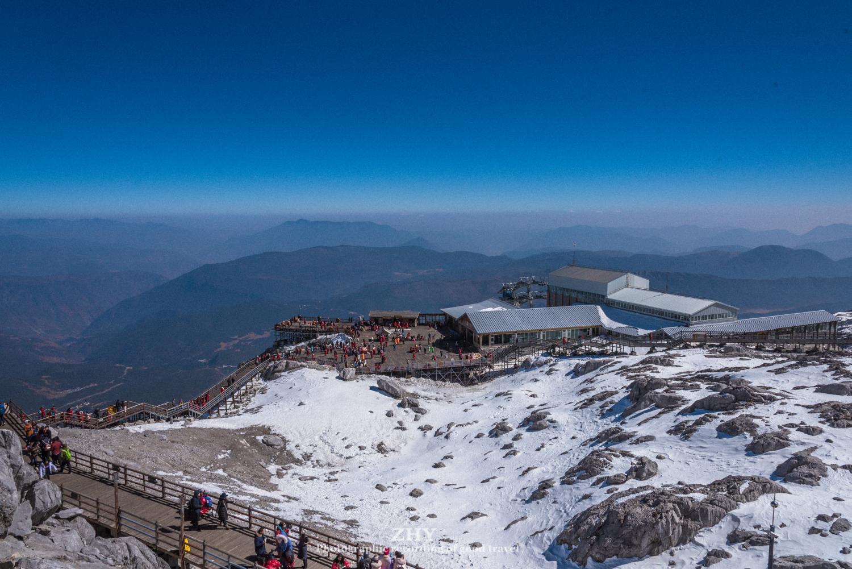 玉龙雪山,拥有国内海拔最高的索道,游客轻松登顶4605米高峰