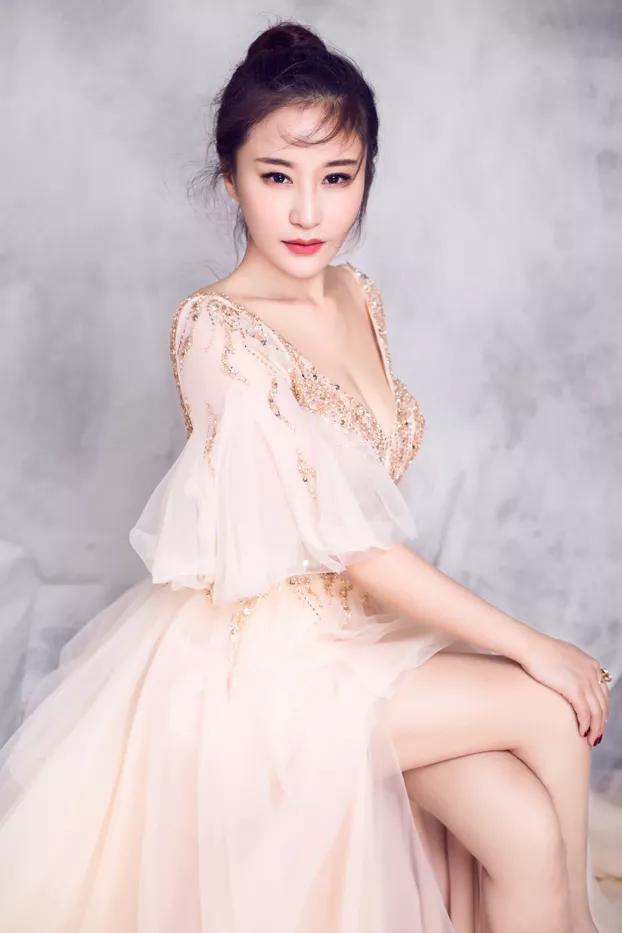 """身材不输徐冬冬,王晶电影多次亮相,这""""晶女郎""""能超越大嫂?"""
