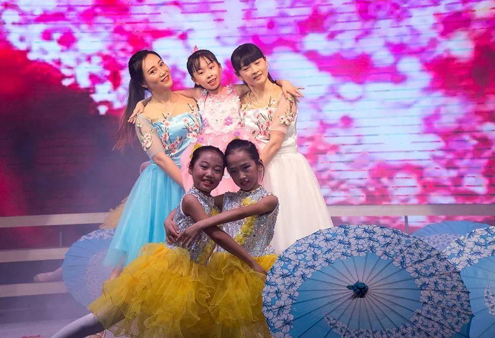辉煌、成长、快乐!威远县第九届中小学生校歌前中心小学艺术阳图片