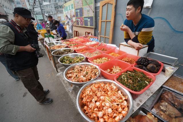 自驾游长白边境县逛早市,朝鲜族泡菜、小咸菜吸眼球更呼唤胃口