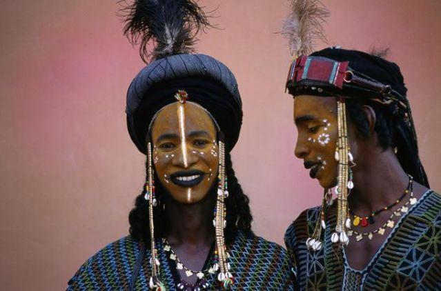 世界各地奇葩成人礼:曼丹男人切手指,印度女孩卖初夜