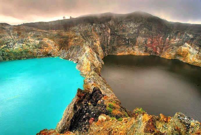 印尼有三个火山口湖,其颜色各不相同而且经常变色,原因出乎所料