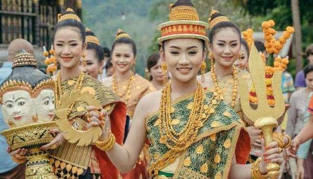 这是亚洲最贫穷的国家,平均寿命52岁,但是这里却美女如云!