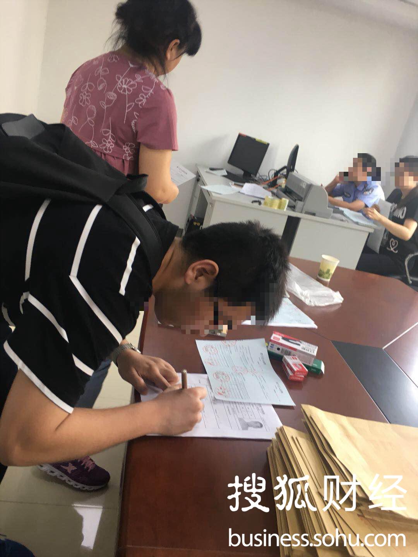 """""""��人新政""""后,已有多名外地人申�天津�艨诔晒�"""