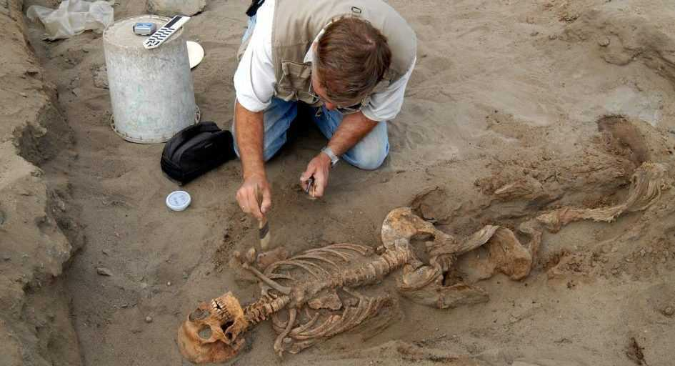 """史上最大儿童献祭!秘鲁140个儿童走上""""切肋骨挖心脏""""死亡路"""