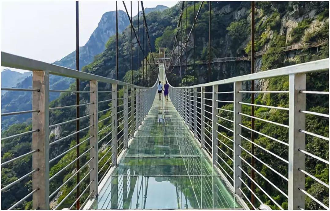 高空玻璃吊桥开通