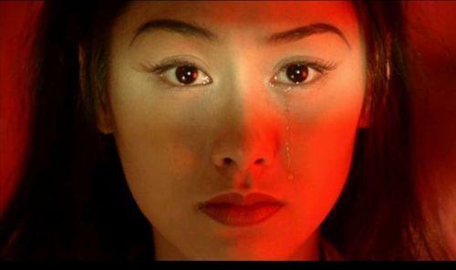 用一滴眼泪颠倒众生的紫霞仙子朱茵,也把这滴眼泪滴进了观众心里.