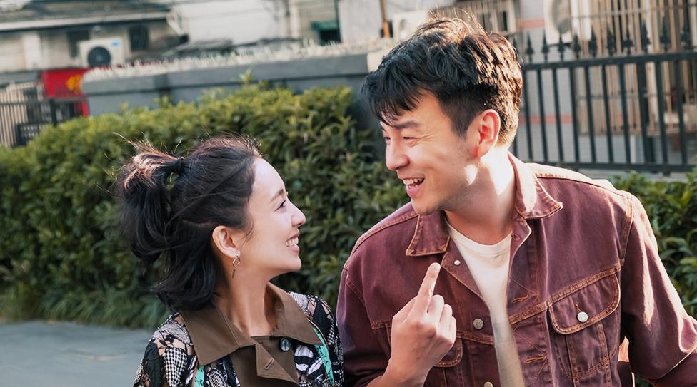 """《超时空v爱情》上映,雷爱情佟丽娅演绎佳音喜剧""""笑着哭""""插后情趣内衣上穿图片"""