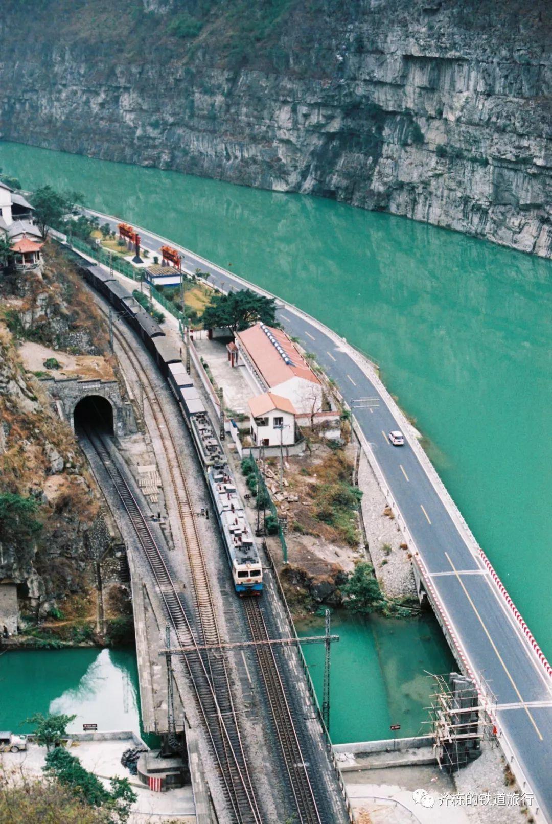 从越西到关村坝——公路上的铁道之旅