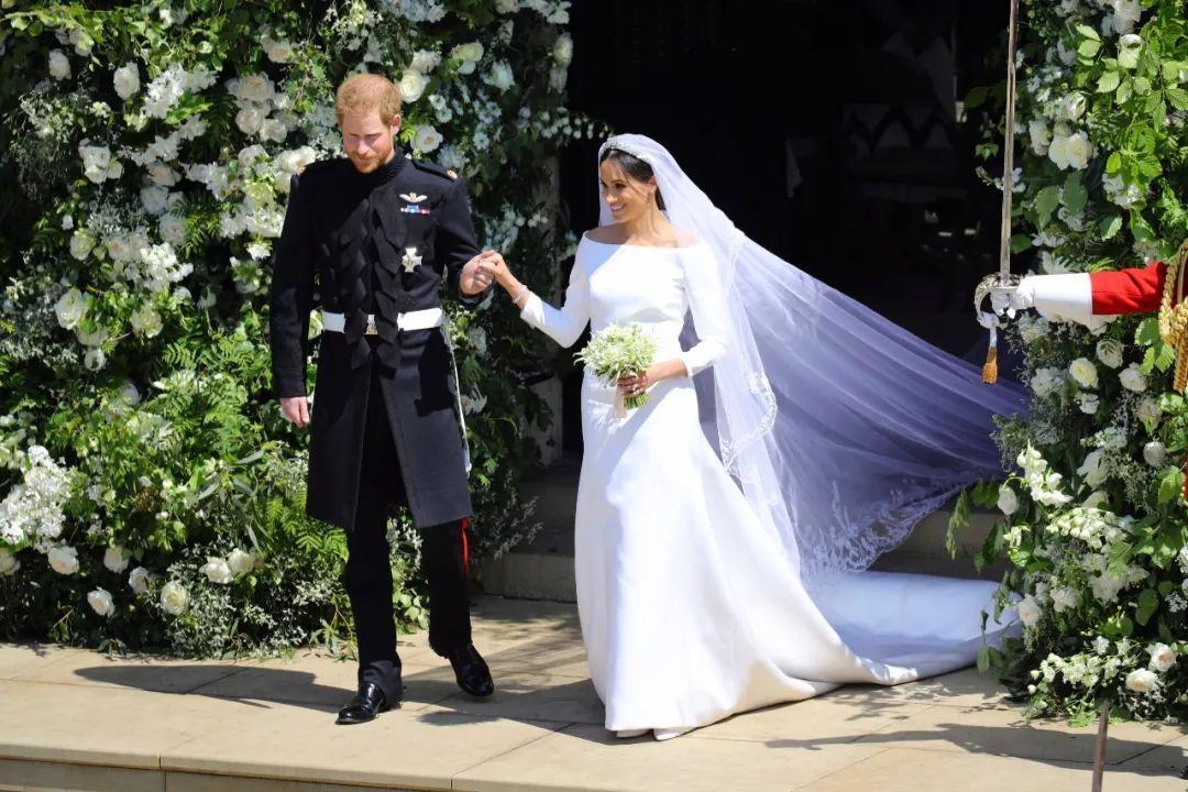 哈里王子花3亿娶梅根!37岁二婚的她凭什么嫁入王室?