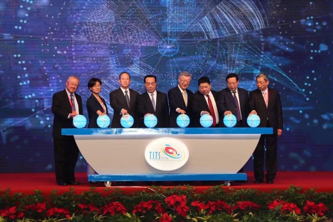 江苏省台办主任练月琴,南通市委副书记,代市长徐惠民,台湾海峡两岸