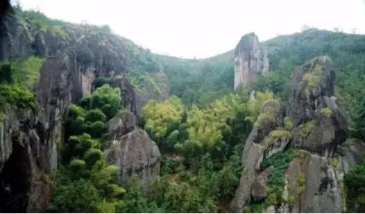 """旅游 正文  双童山景区首屈一指的景点就是松阳古十景之一的""""双童积雪"""