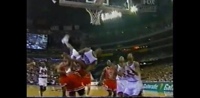 NBA最體現體育精神的瞬間!鄧肯保護小喬丹,Lowry阻止球迷慶祝!-籃球圈
