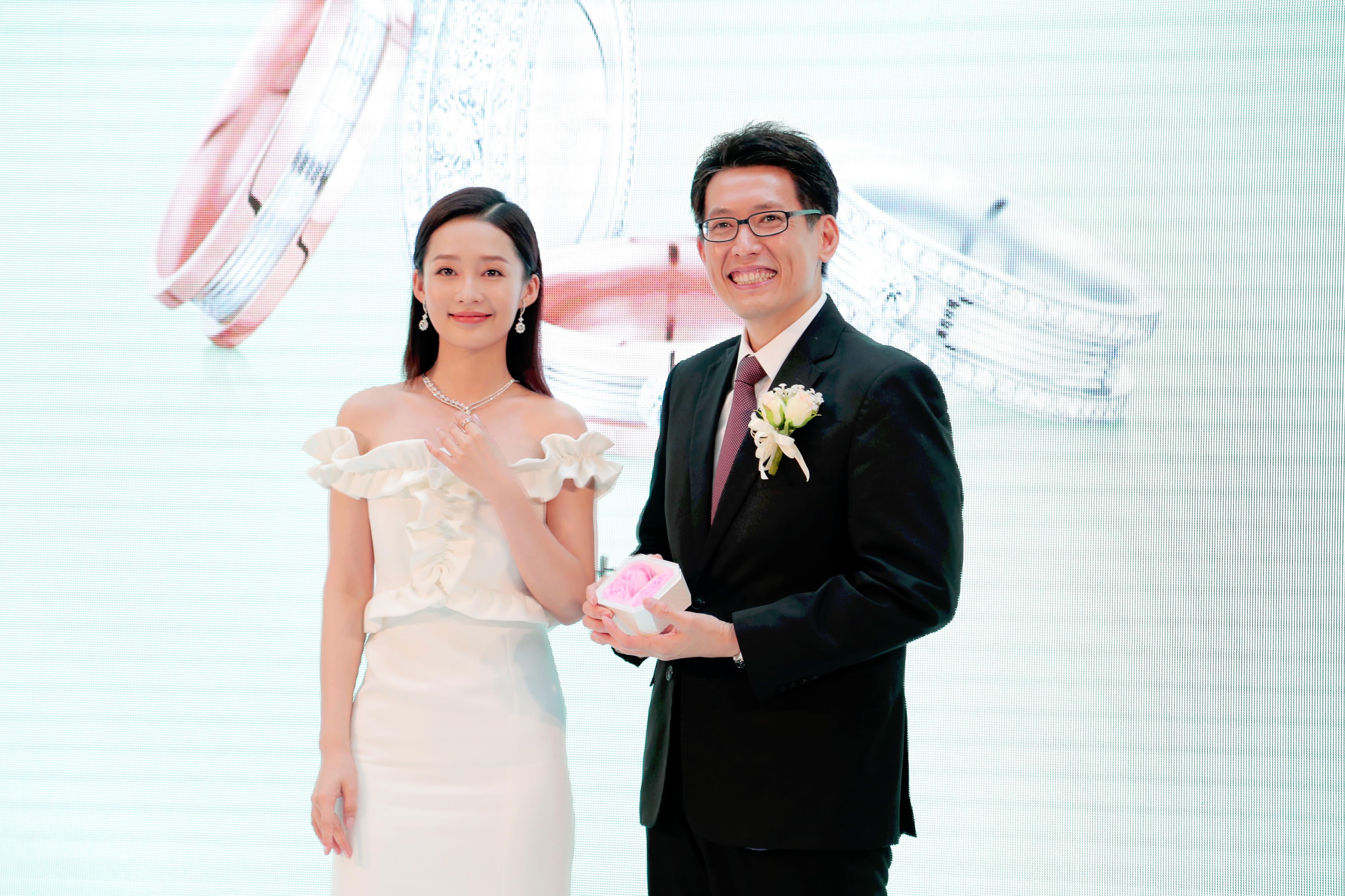 不仅哈里王子婚礼看中520,杜江夫妇、许魏洲、李沁也为这天准备了信物