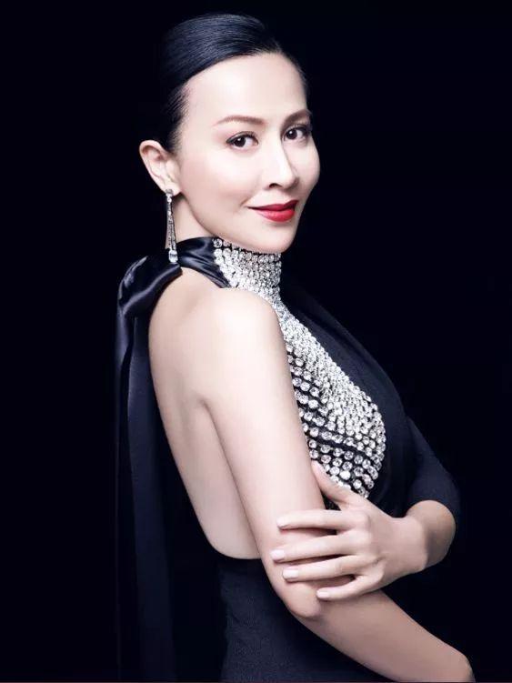 她有最好的爱情,最美的珠宝 50岁依旧美艳动人