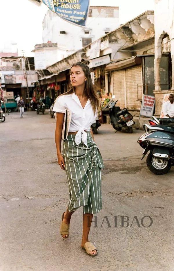 V领+开衩、露背装...这样露肤性感显瘦又迷人,路人目光都被你吸引了!
