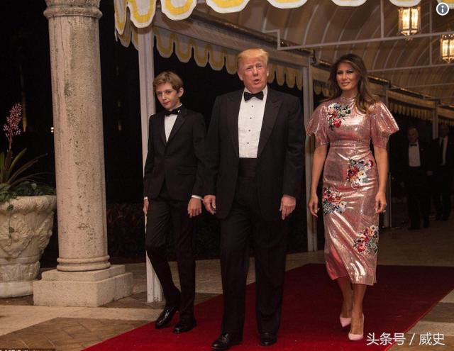 全球最有权势男人的夫人穿4000美金的金灿灿裙子