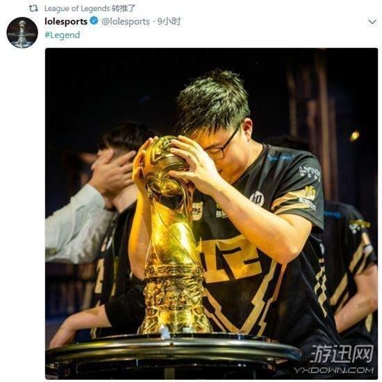 rng夺冠折服官方!lol脸书将头像改为uzi捧杯