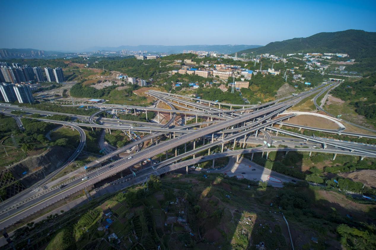 因为地势的原因,重庆的道路错综复杂,主城区内到处都是高架桥,立交桥