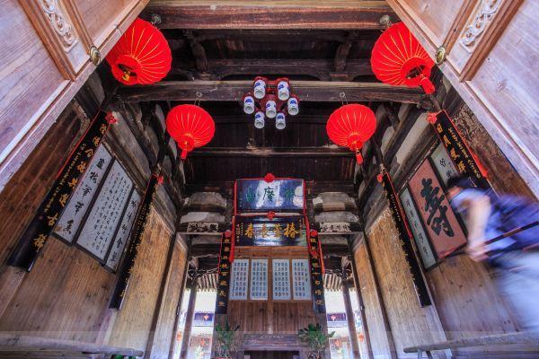 据说谢广昌是经营茶叶生意的,清雍正年间由厦门迁到碇步头这个风水宝地.