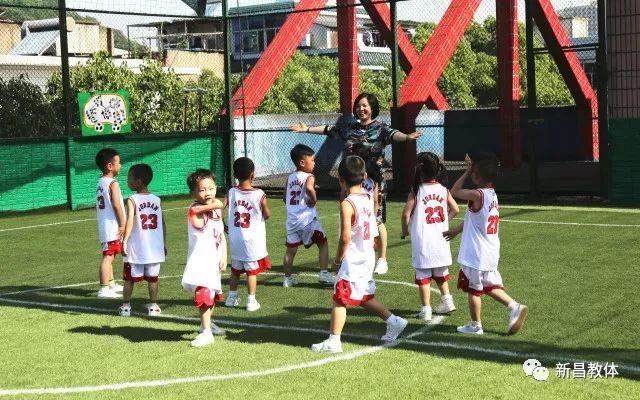 我县幼儿园特色足球观摩活动在白云幼儿园举行