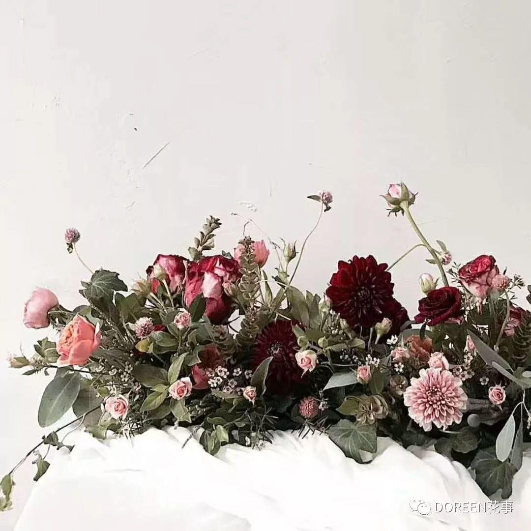 课后所有鲜花作品可带回家、花器不能带   上课时长:6天、10:00~17:00(下课时间根据学员完成程度情况调整)   上课人数:小班课2-4人、一对一课程可随时预约随到随学   day4、韩式手捧花、襟花、mini花束、韩式心形花束设计   day5、