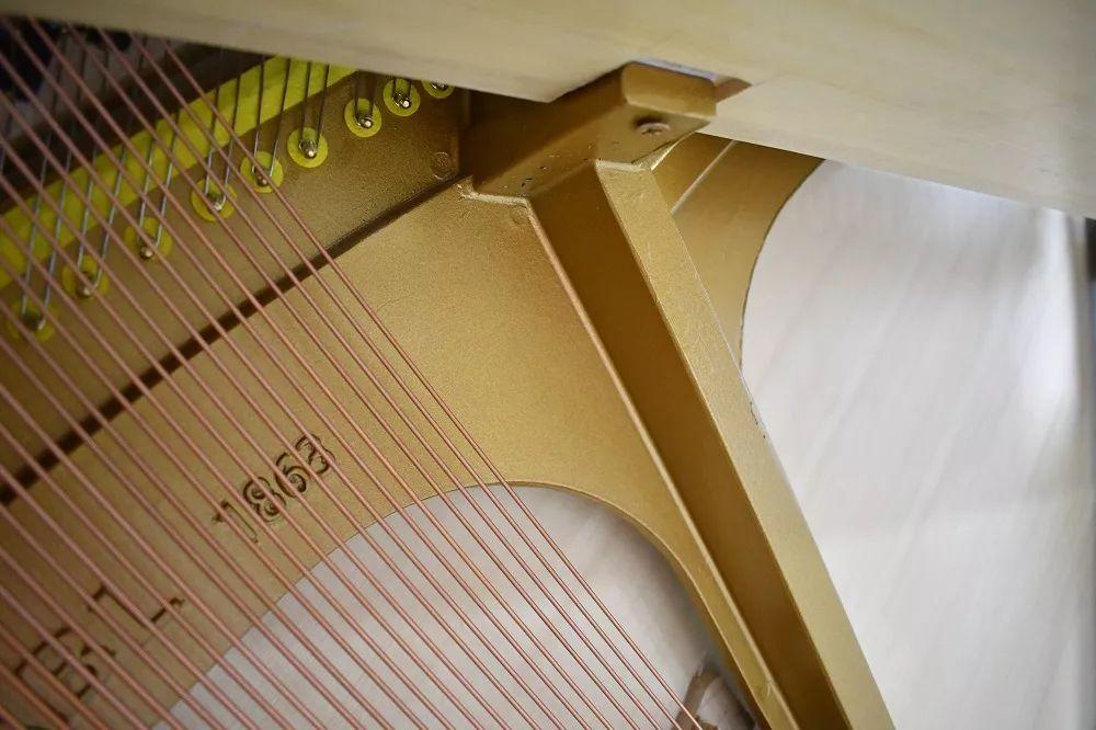 辨别真假v法真空铸造技术钢琴,只要2分钟图片