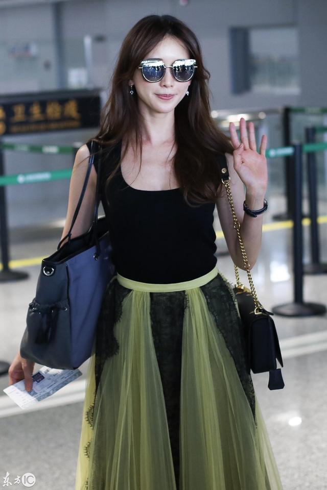 明星现场:台湾第一名模林志玲现身机场,一身黑色长裙吸睛!图片