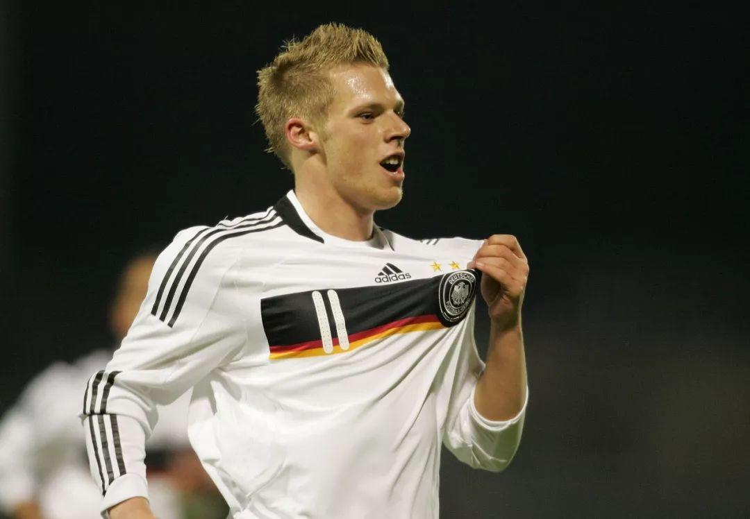 曾经差点把汉堡踢降级的他,带领球队杀回来了