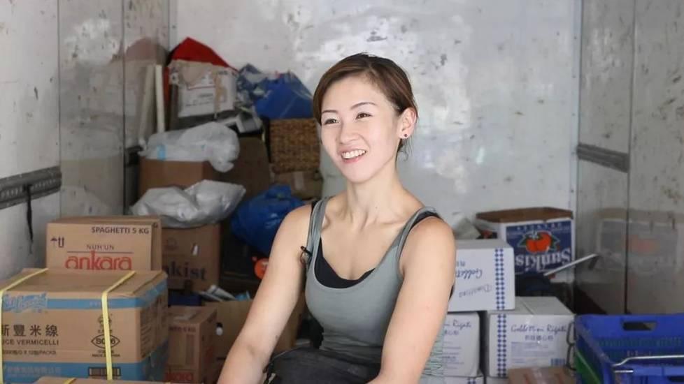 """香港最""""性感""""女搬运工朱芊佩 热搜事件 图2"""