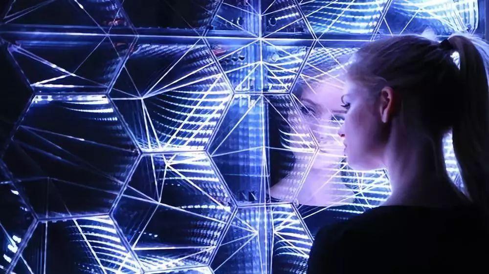 做一场 白日梦 模糊真实与虚拟的界限,重叠日常与想象的空间
