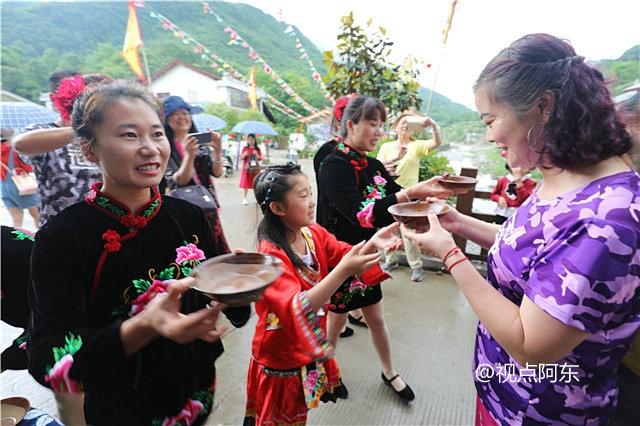 """三游镇巴青水苗乡:有一种喝酒方式叫""""高山流水"""" - 视点阿东 - 视点阿东"""