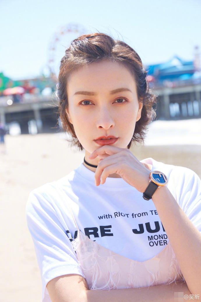 吴昕玩变装少女 造型清纯似夏日拂面的海风