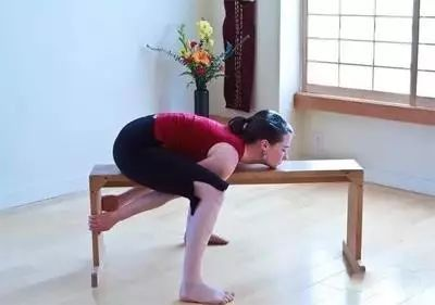 瑜伽卧龟式,轻松练习消除双下巴图片