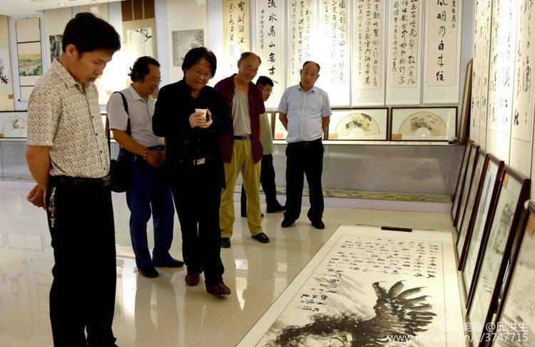 著名画家李智纲应邀出席听涛斋书画藏品展开幕式图片