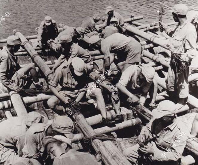 美国军事网站:抗日战争期间在河流上架桥的中国官兵 工兵部队怎么架设浮桥