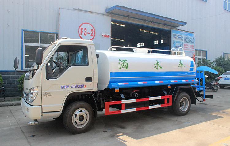 汽车 正文  5吨洒水车洒水车专用部分由罐体,水泵,球阀,输水管道,洒水图片