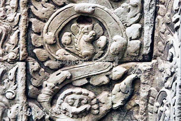 """吴哥窟千年古庙发现恐龙雕刻 """"时空穿越""""难道真实存在?"""