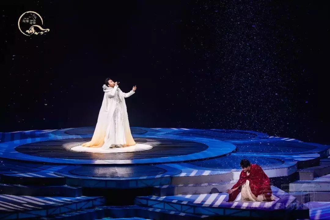 娱乐 正文  第一届中国梦之声亚军,拥有空灵的嗓音和超凡的外形,被称