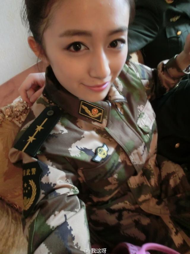 退伍军人征服女上�_李诞的网红女朋友竟然是个退伍军人?大花臂真是让人看
