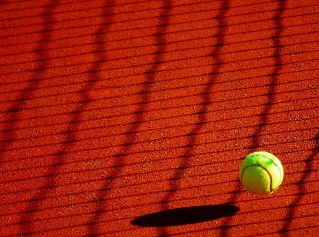 小梦想里的世界长跑了顽固性网球肘的微创治疗实现越野赛宣传海报图片